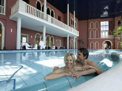 Le terme di erding saune scivoli e piscine alle porte di for Terme ou therme